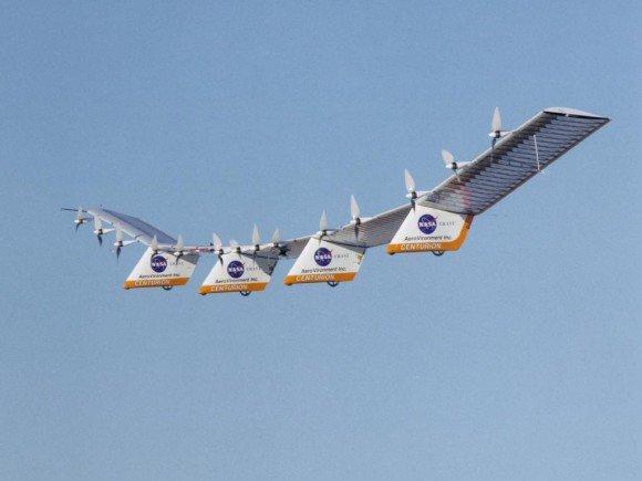avion con paneles solares centurion