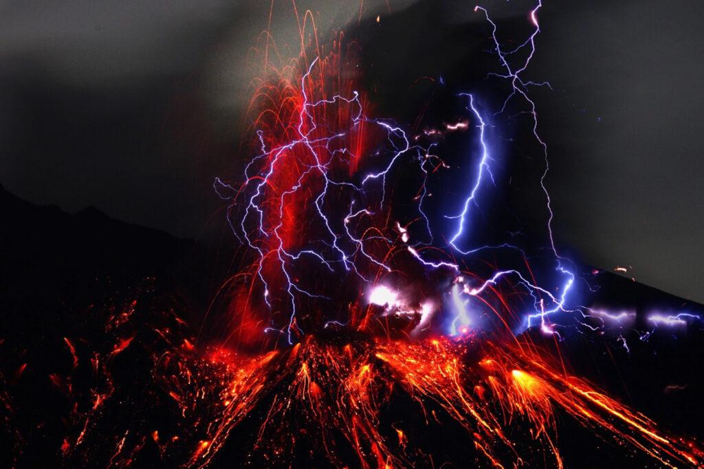 relampago volcanico